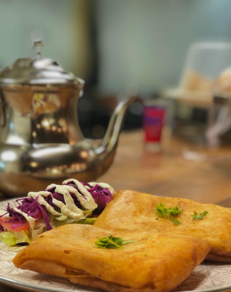 Bricks au thon et au fromage par l'étoile d'Agadir. cuisine orientale. marché de la Seiche, Sevrier