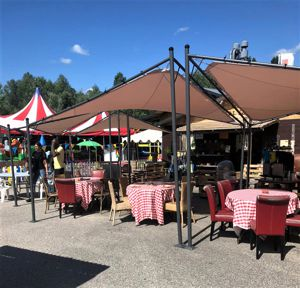 Grande terrasse abritée de La Seiche. Bar, restaurant à Sevrier, lac d'Annecy