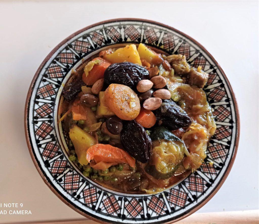 Tajine pruneau amande abricot par l'étoile d'Agadir. cuisine orientale. marché de la Seiche, Sevrier
