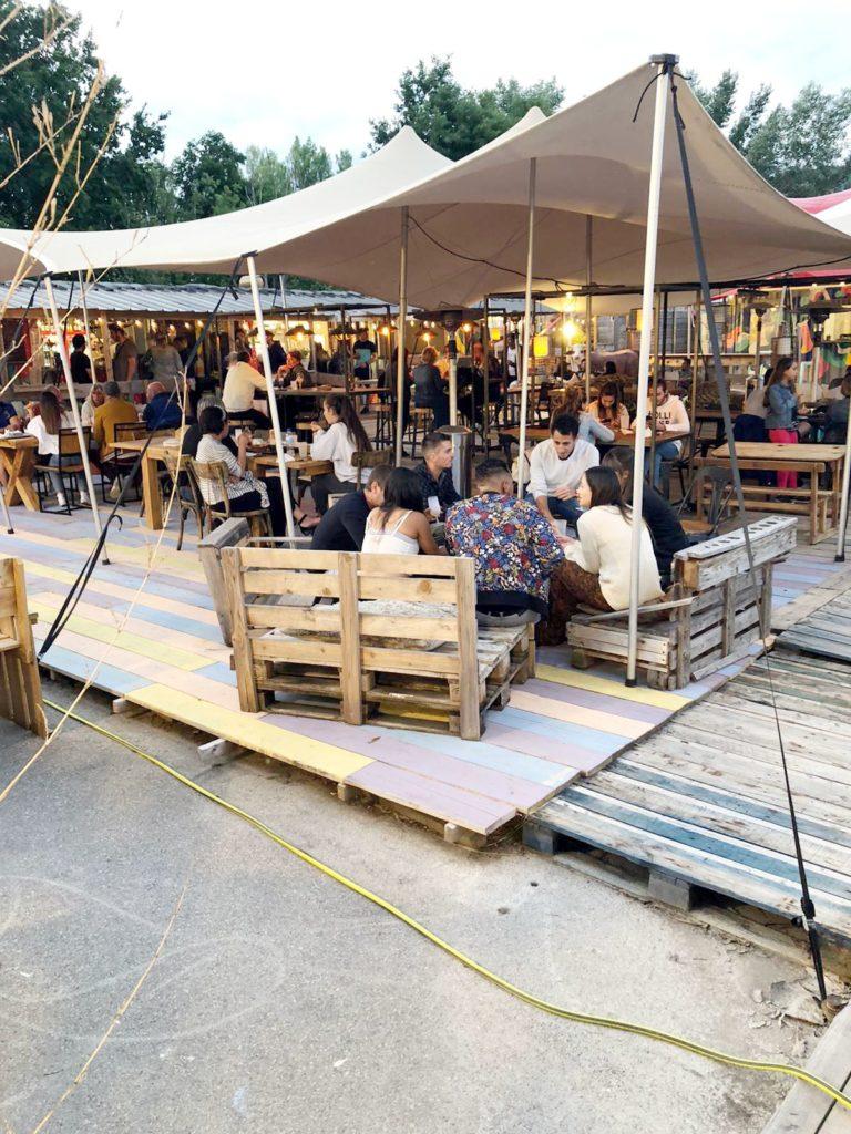 Ambiance soirée au marché de la Seiche, Sevrier, Annecy