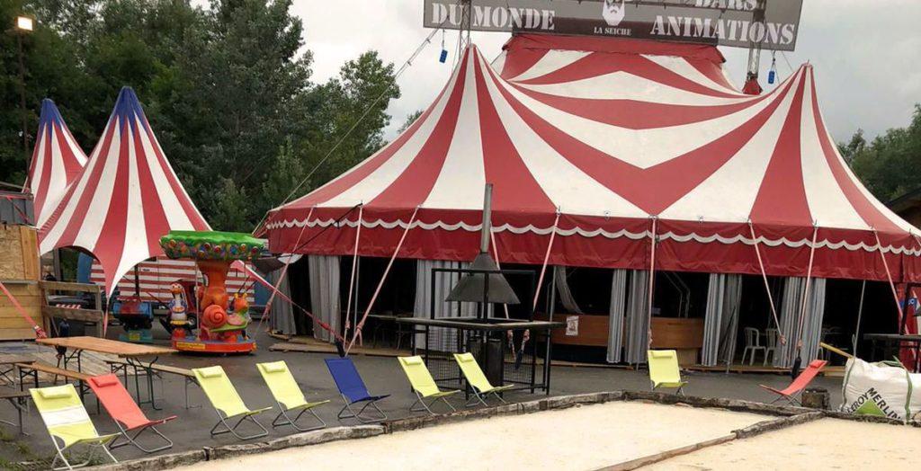 Chapiteau de cirque à vendre : de 14 x 18 m rouge et blanc