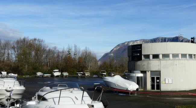 SEVRIER - Le Site de l'ancienne discothèque va trouver une seconde vie avec Savoie Marine : port à sec, hivernage, boutique nautique